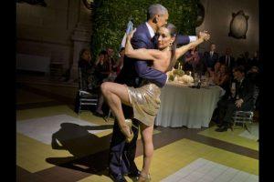 Barack Obama y Mora Godoy bailando tango Foto:AP. Imagen Por: