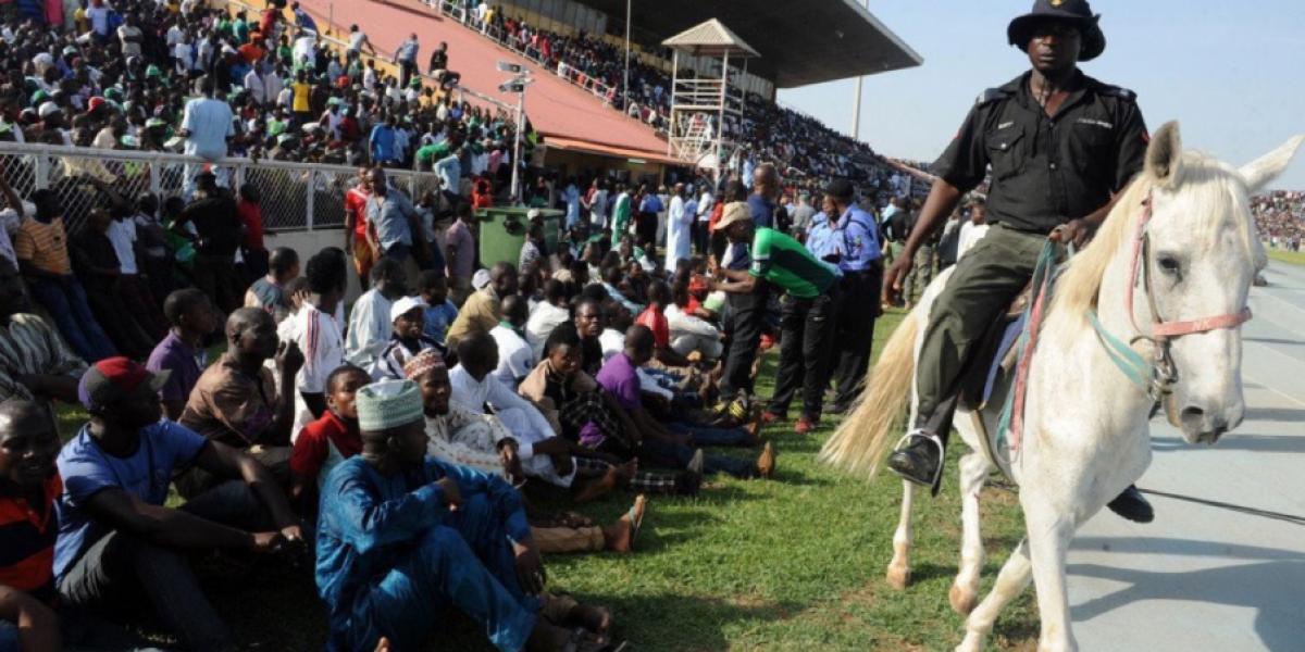 No cabía un alfiler: Más de 40 mil hinchas entraron en un estadio para 25 mil en Nigeria