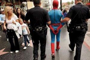 "¡Extra, Extra! ""Spiderman"" finalmente fue detenido. Foto:Imgur. Imagen Por:"