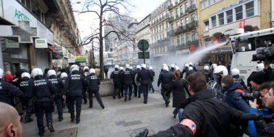 Bélgica: ultraderechistas se manifiestan y policía ejecuta redadas