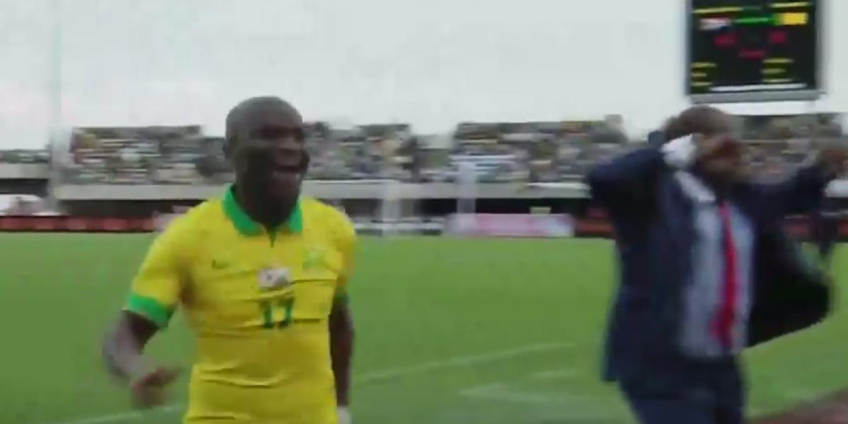 De media cancha: El golazo de Sudáfrica frente Camerún por la Copa de África