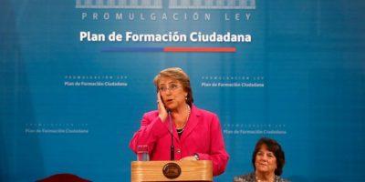 """Presidenta promulga ley de Formación Ciudadana: """"Buscamos que todos conozcan sus derechos y responsabilidades"""