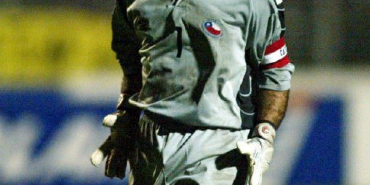 Lluvia, corte de mangas y short a la cabeza: el último gol oficial de Pinilla por Chile
