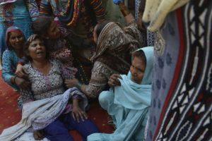 Los servicios de rescate de Lahore han entregado 30 cuerpos a sus familias. Foto:AFP. Imagen Por: