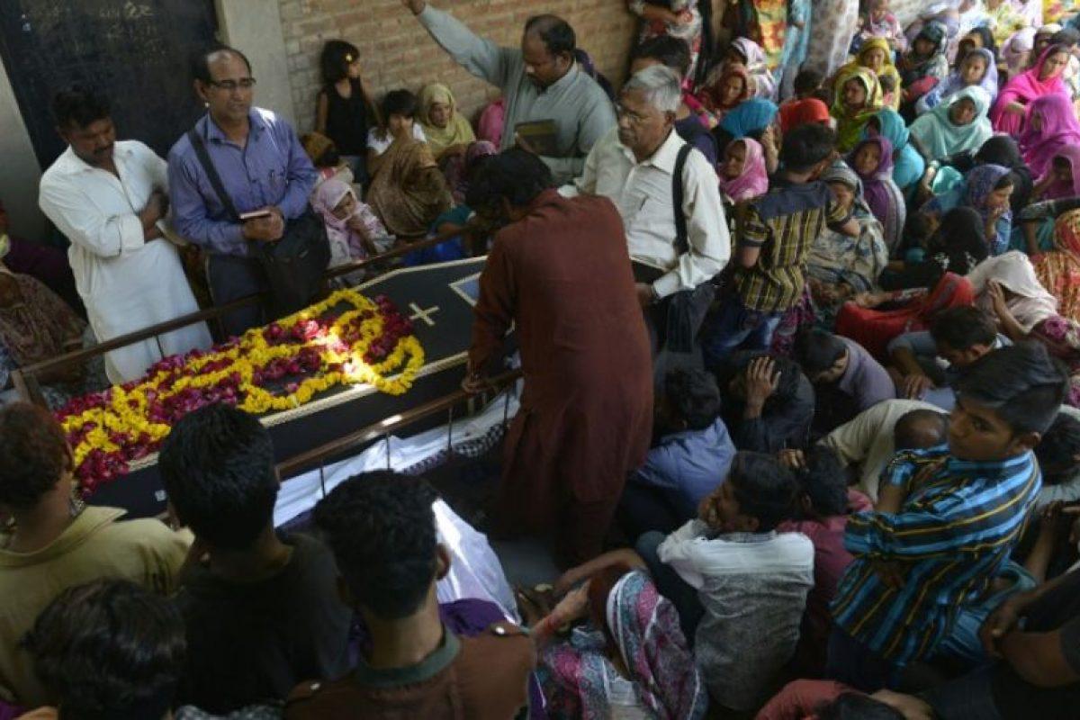 En cada entierro se ven lagrimas y lamentos. Foto:AFP. Imagen Por: