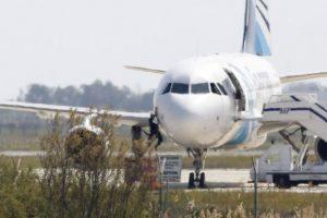 El huyó por una de las ventanillas del avión Foto:AFP. Imagen Por: