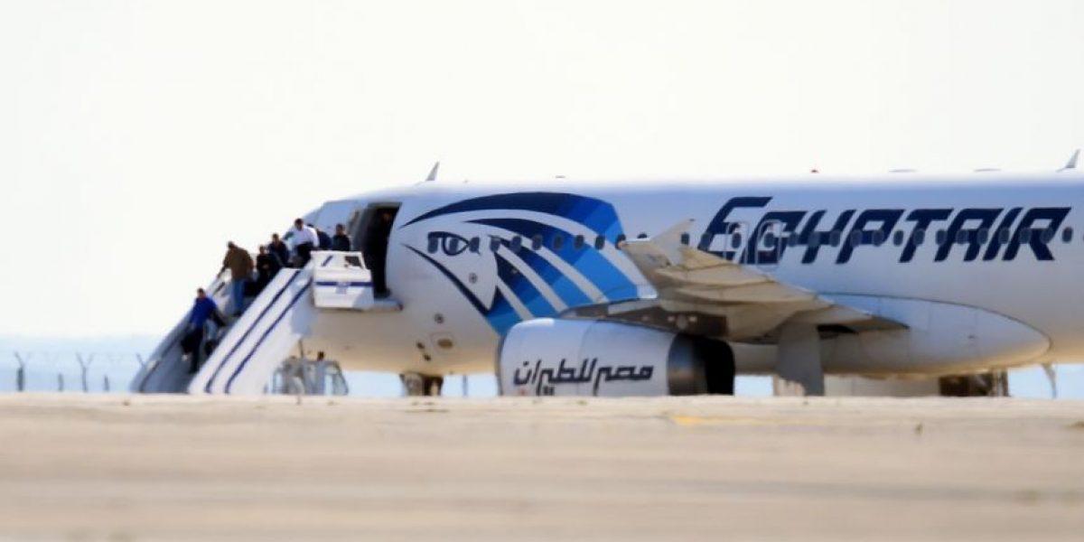 Concluye secuestro de avión de EgyptAir y catalogan a autor de