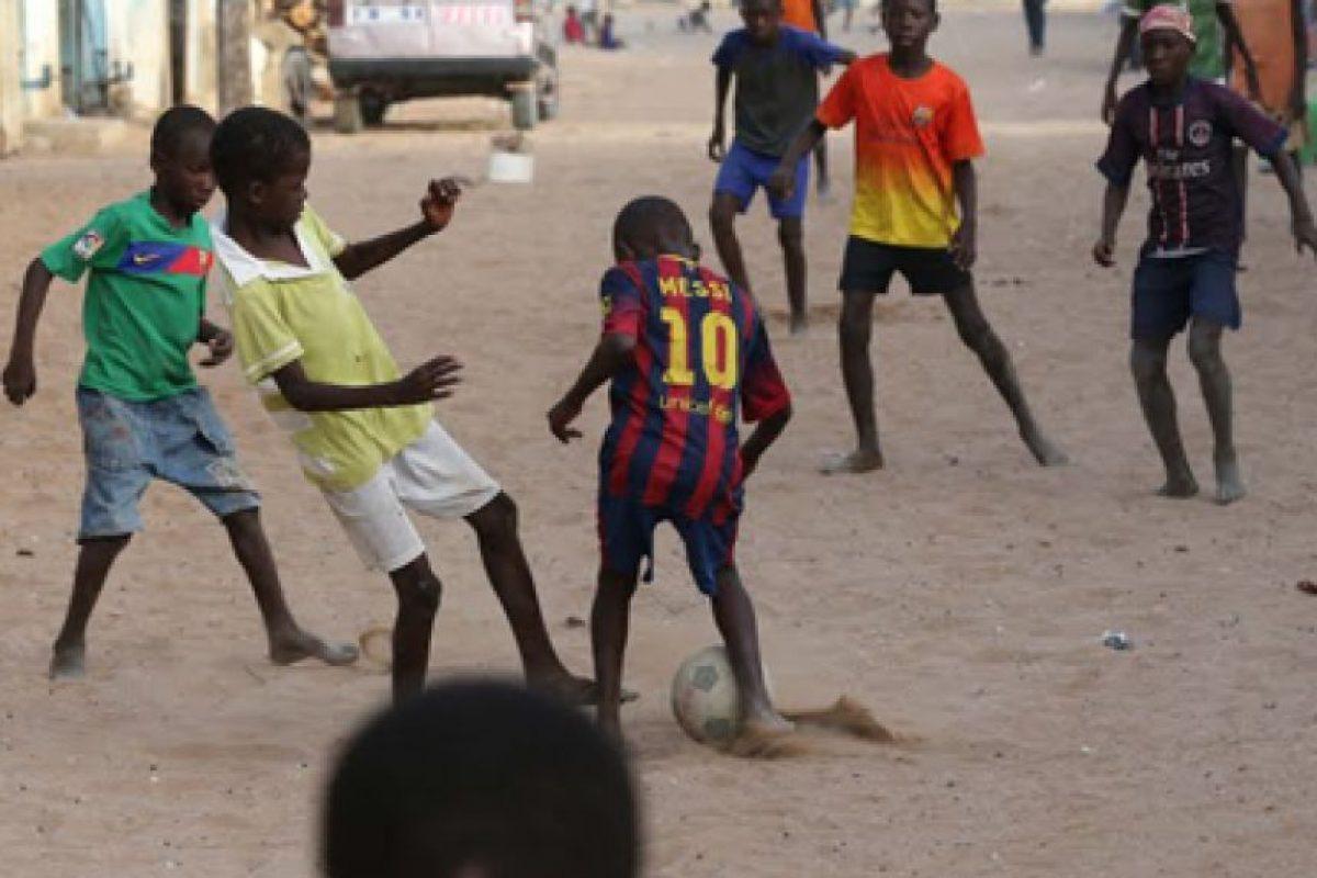 5. A través de la Fundación Leo Messi, el argentino abrió tres clínicas móviles en Argelia, país del norte de África. Foto:Vía facebook.com/FundacionLeoMessi. Imagen Por: