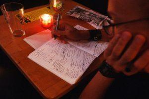 Profesiones como la de escritor seguirían a cargo de humanos. Foto:Getty Images. Imagen Por: