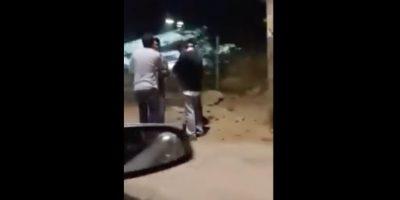Denuncian irresponsable actuar de jóvenes que atacan a transeúntes con extintor en Las Condes