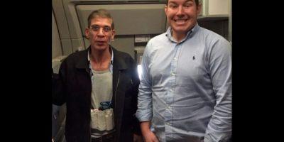 La inesperada fama de pasajero que se tomó foto con secuestrador del avión EgyptAir