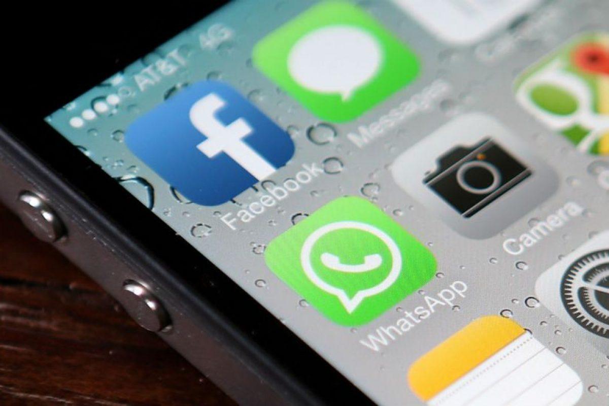 También eviten actualizar su estado de redes sociales mientras manejan. Foto:Getty Images. Imagen Por: