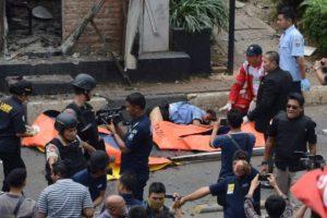 Un grupo vinculado al ISIS hizo estallar dos explosivos y disparó contra los pasantes en el centro de la ciudad. Foto:AFP. Imagen Por: