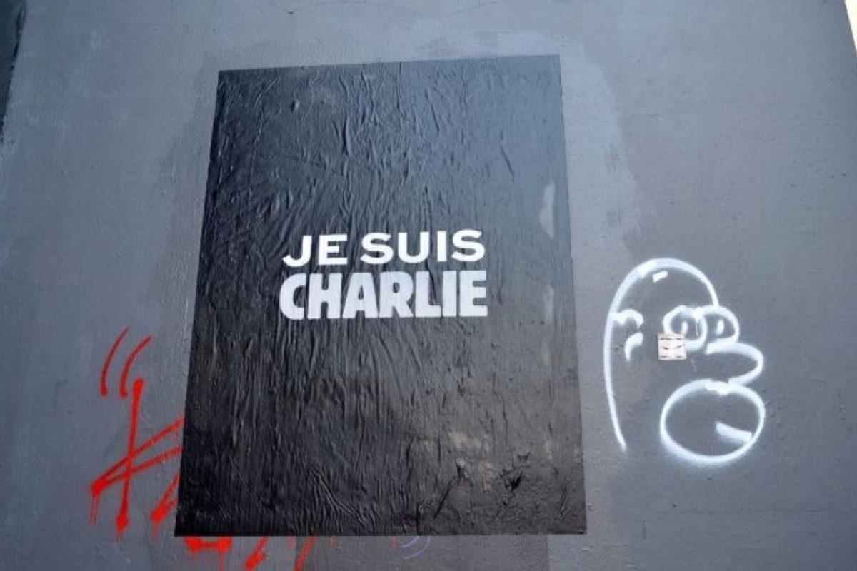 """El 7 de enero de 2015, """"Charlie Hebdo"""" –revista satírica francesa– fue atacada por terroristas. Nueve periodistas murieron producto del atentado.. Foto:Getty Images. Imagen Por:"""