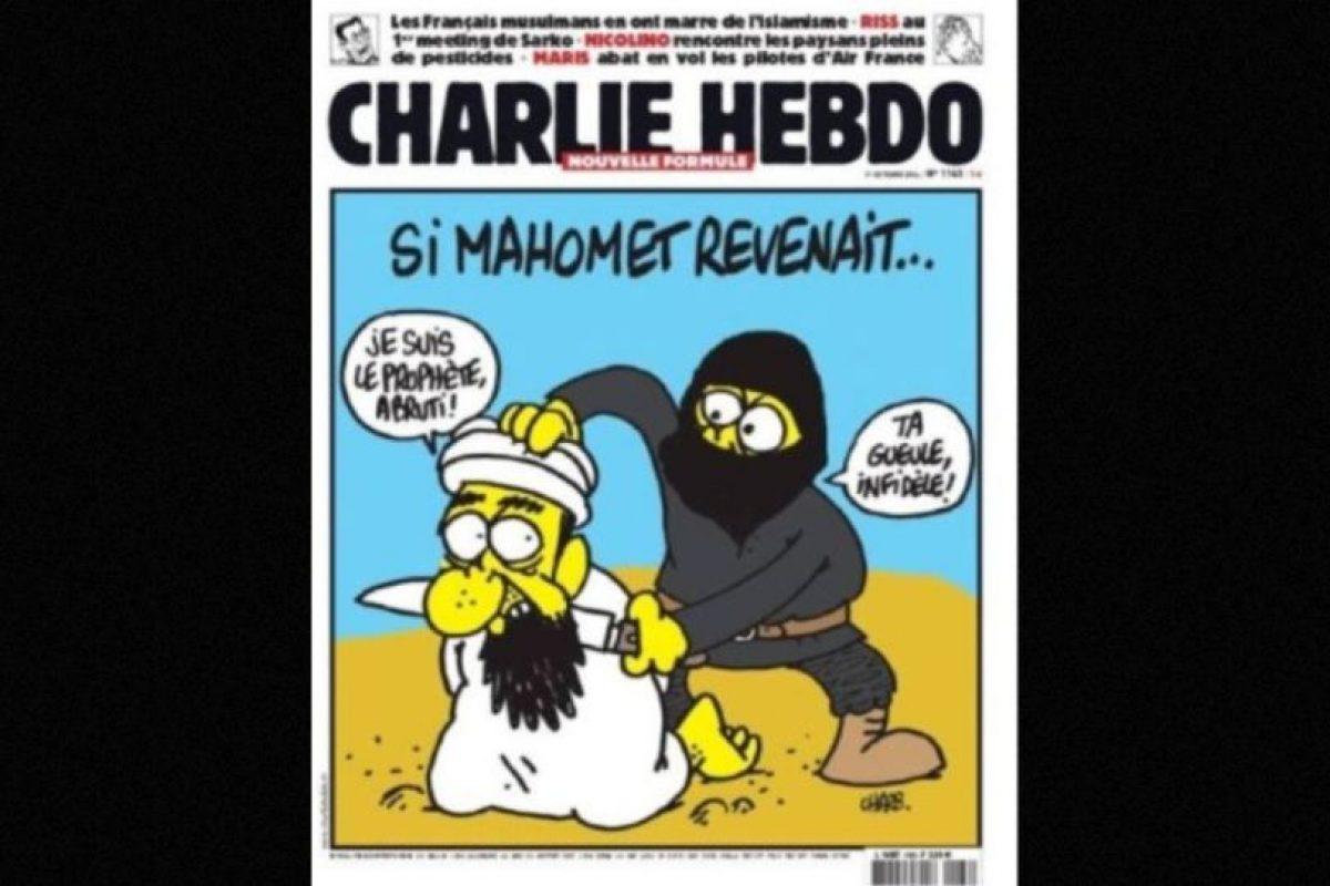 En esta imagen, un yihadista se muestra decapitando al propio profeta Mahoma. Foto:Charlie Hebdo. Imagen Por: