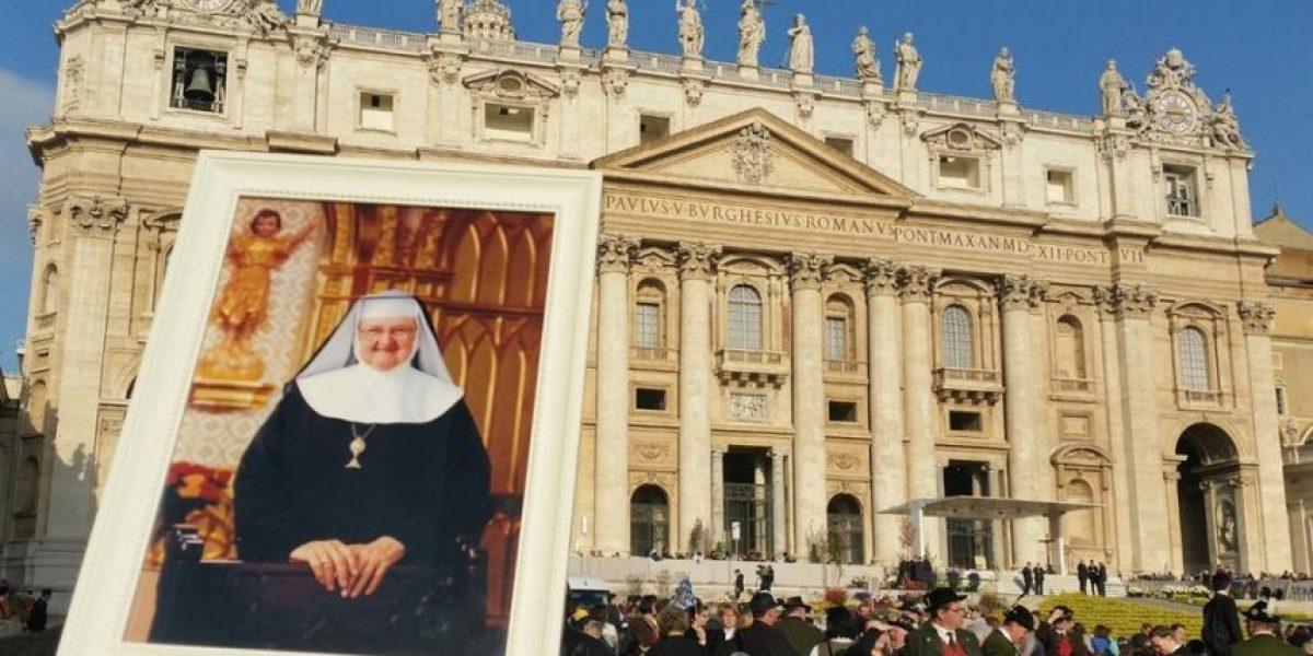 Papa Francisco bendice a la Madre Angélica, ícono de la televisión católica