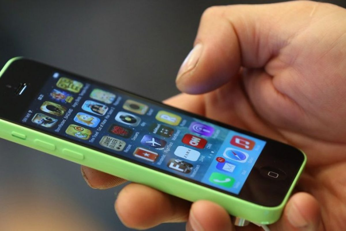 3. En su teléfono celular, eviten llevar fotografías y datos familiares. Foto:Getty Images. Imagen Por: