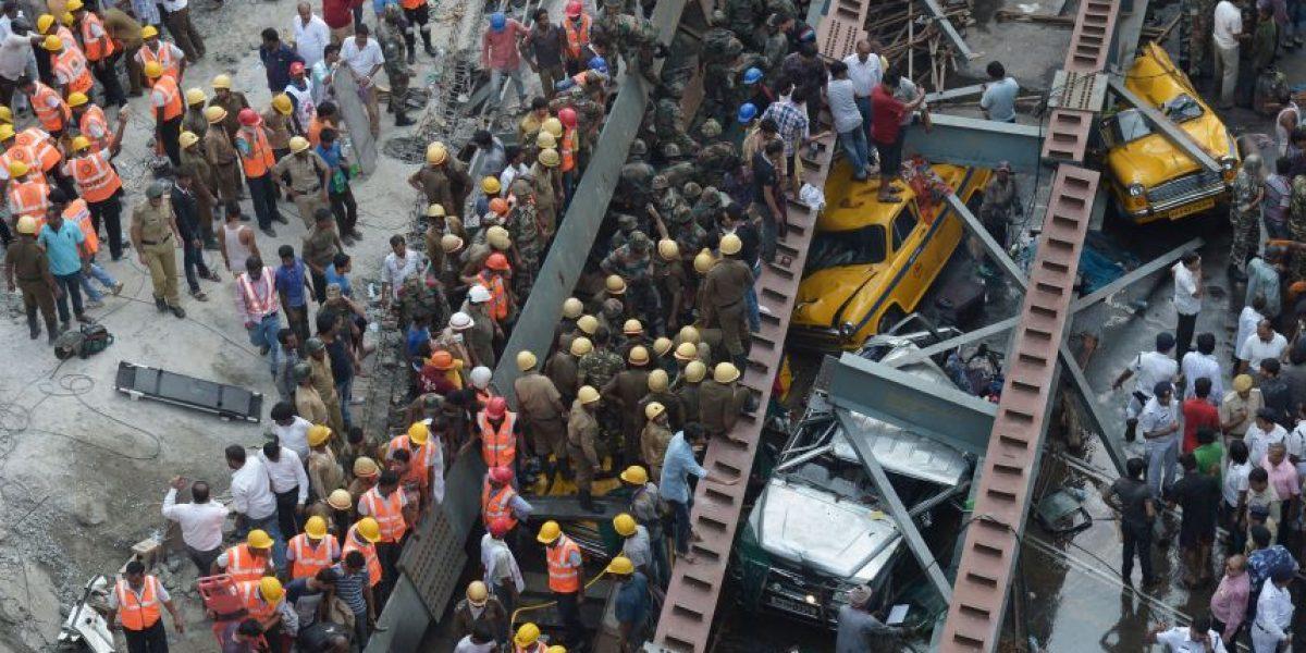 India: Al menos 14 muertos y 70 heridos tras colapso de puente en Calcuta
