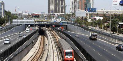 Metro anuncia cambio en sus horarios por Maratón de Santiago