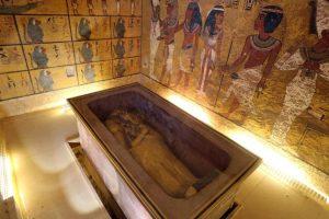 Se cree que detrás de uno de los muros de la tumba está enterrada la madrastra de Tutankamón, Nefertiti. Foto:AFP. Imagen Por: