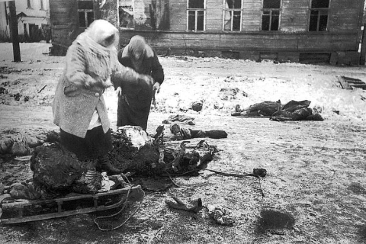 Leningrado, durante el sitio nazi. Los cadáveres estaban por las calles.. Imagen Por: