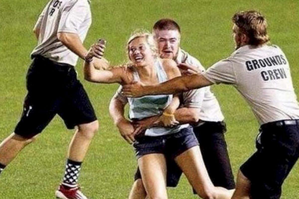 1. La groupie deportiva: Kayleigh Hill se tomó el selfie más gracioso de esta lista durante la Serie Mundial Universitaria. Una foto para el recuerdo. Foto:Twitter. Imagen Por: