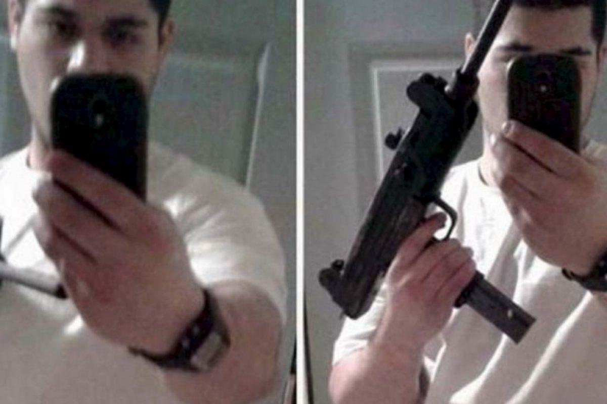 """2. """"Atrápenme, tengo un arma"""": Jules Boher fue tan inteligente que publicó un selfie con el arma que usó para robar un banco. El FBI lo arrestó al día siguiente. Foto:Twitter. Imagen Por:"""