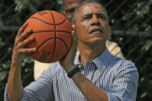 El mandatario estadounidense es fanático del baloncesto. Foto:Getty Images. Imagen Por:
