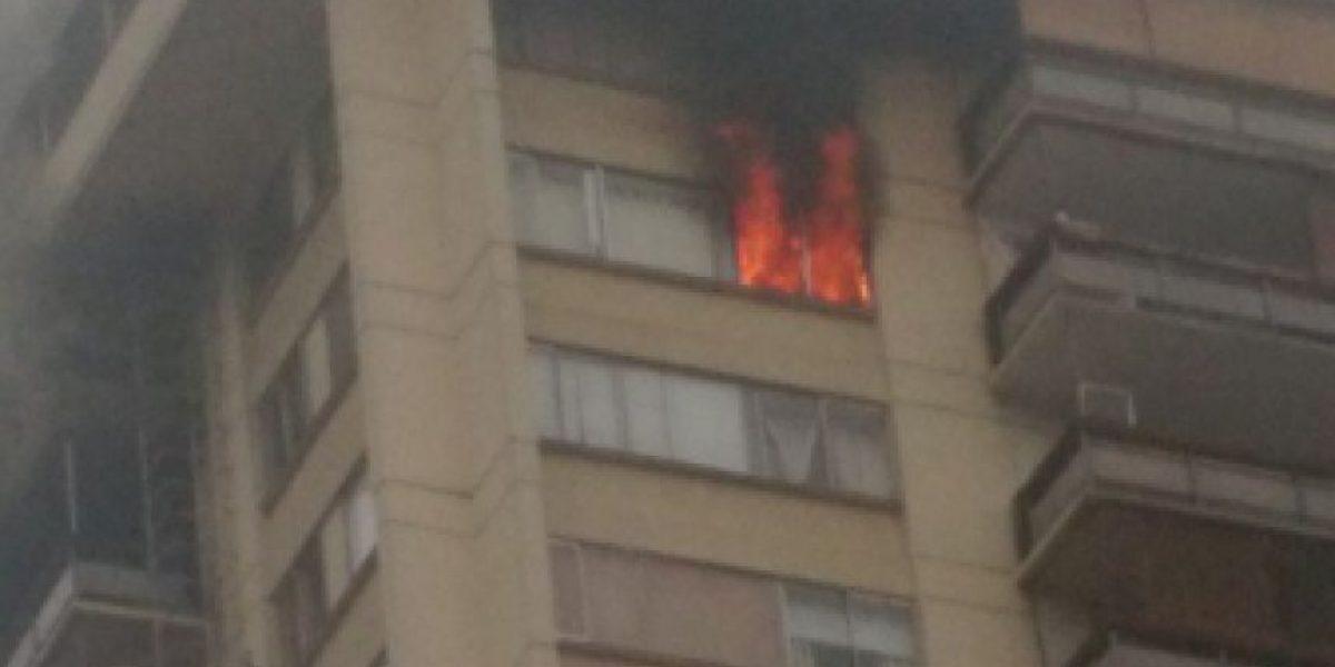 Incendio de departamento en Kennedy con Vespucio deja una persona muerta