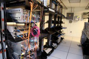 Por 12 mil dólares al mes hackeaba páginas, teléfonos, correos electrónicos y mensajes de texto. Foto:Getty Images. Imagen Por: