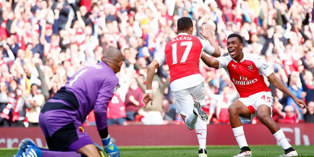 Lo abrazó todo el equipo: Así celebró Alexis Sánchez su gol ante el Watford