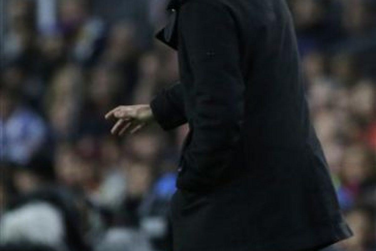 Luis Enrique, técnico del Barcelona, reclamó airadamente la jugada Foto:AP. Imagen Por: