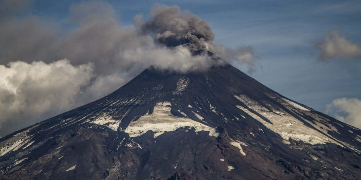 Sernageomin declara alerta amarilla para volcán Villarrica