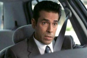 """Eddie Velez era el agente """"Vincent Gómez"""", quien solía hacer comparaciones grotescas entre celebridades y siempre decía """"¡Eres asqueroso!"""". Foto:Wayans Bros. Production. Imagen Por:"""