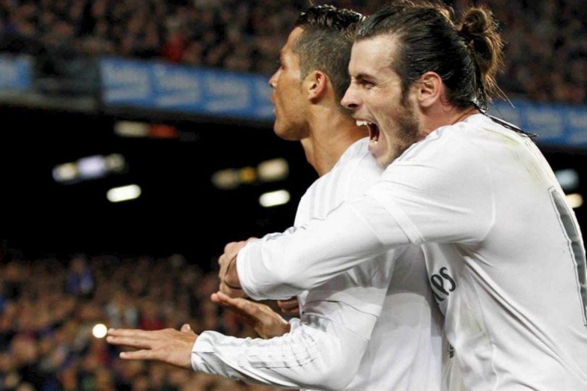 """El triunfo fue tan bien recibido en el seno merengue, que se dio esta """"cariñosa"""" postal entre Bale y """"CR7"""". Foto:Vía facebook.com/RealMadrid. Imagen Por:"""