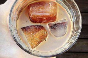 Hacer café frío: es mejor poner el cafe en hielo, para luego mezclarlo con leche y así no se diluirá. Foto:vía Tumblr. Imagen Por: