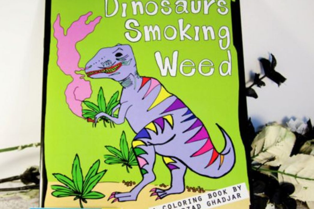 """""""Dinosaurios fumando yerba"""". Porque el mundo es hermoso. Foto:vía Amazon. Imagen Por:"""