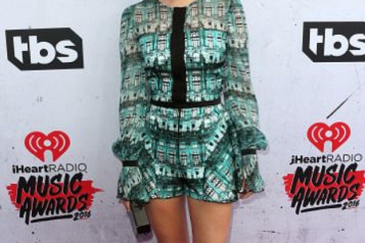 La actriz Olivia Holt, con un enterizo muy D&G, casual y perfecto para ella. Foto:vía Getty Images. Imagen Por:
