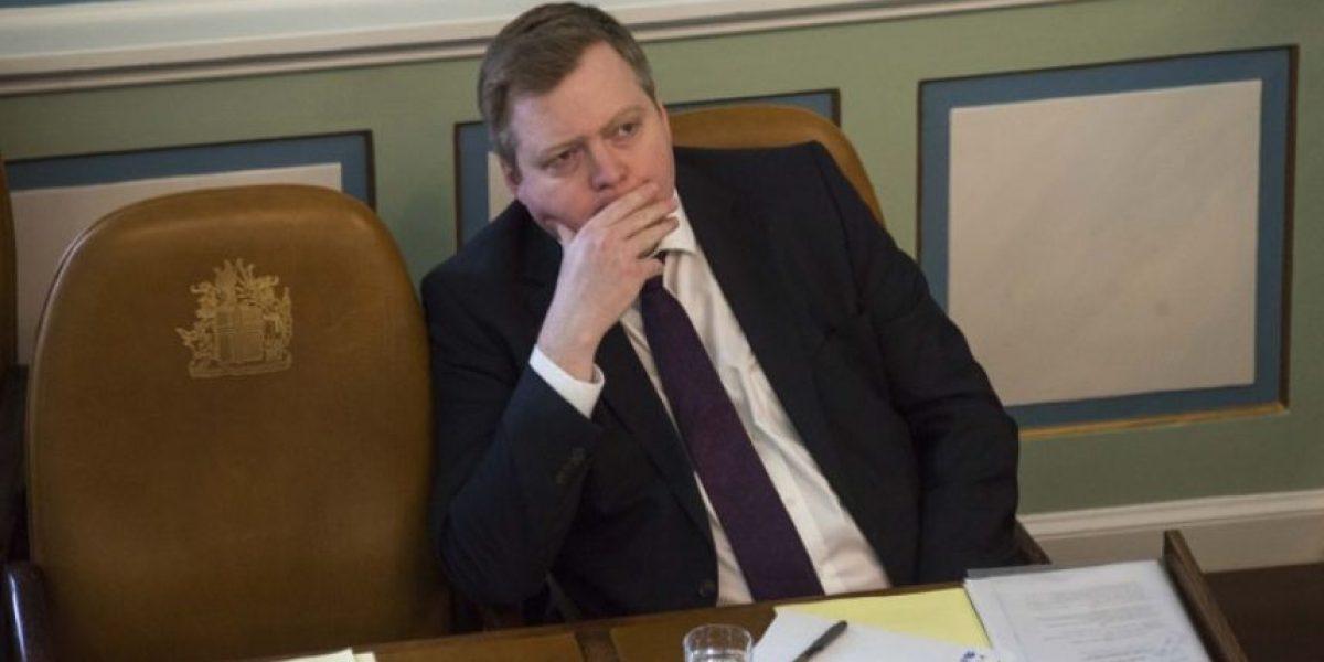 Primer ministro de Islandia renuncia por escándalo de