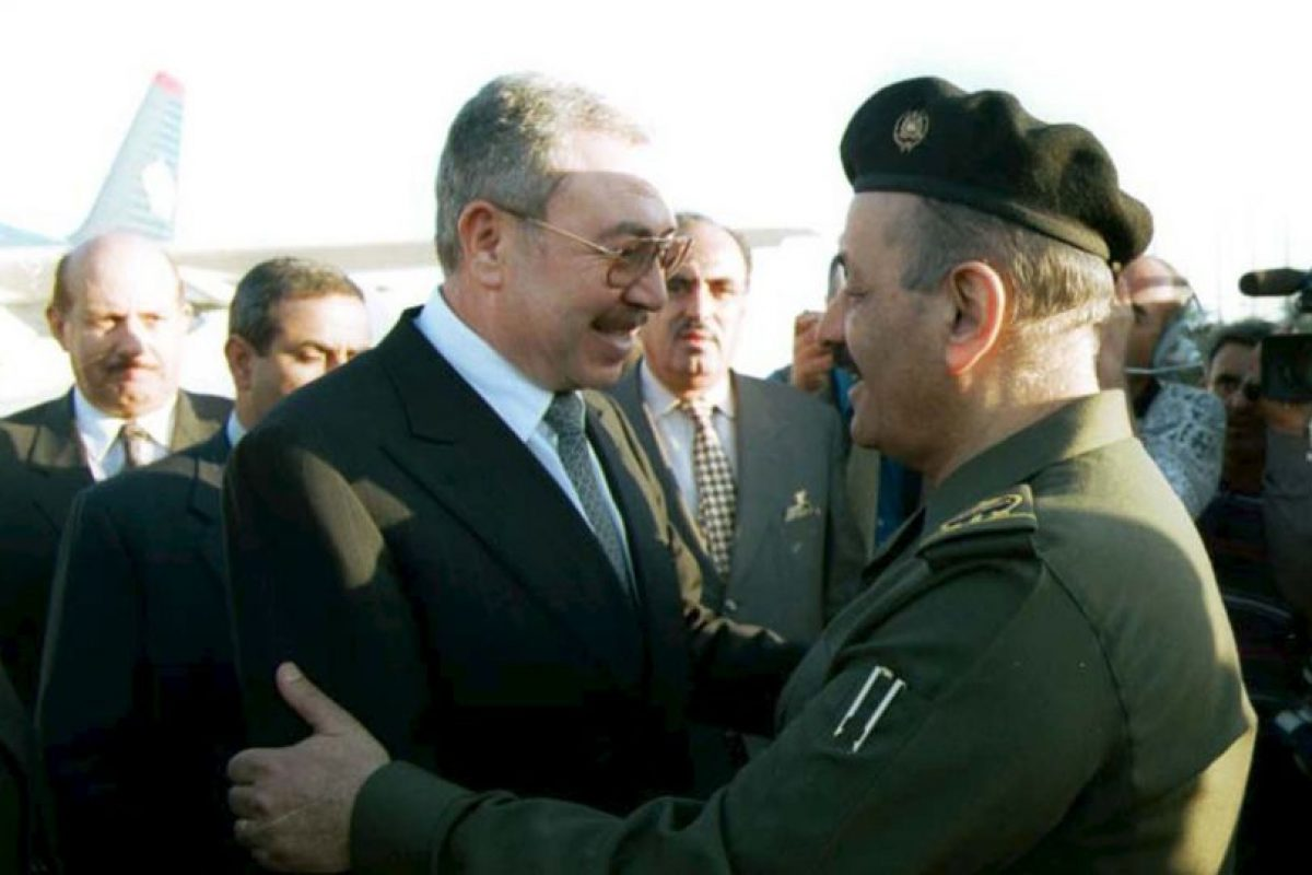 Ali Abu al-Ragheb (izq) exprimer ministro de Jordania. Foto:Getty Images. Imagen Por: