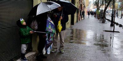 Pronostican lluvias y fuerte viento en zona central: chubascos ya caen sobre Santiago