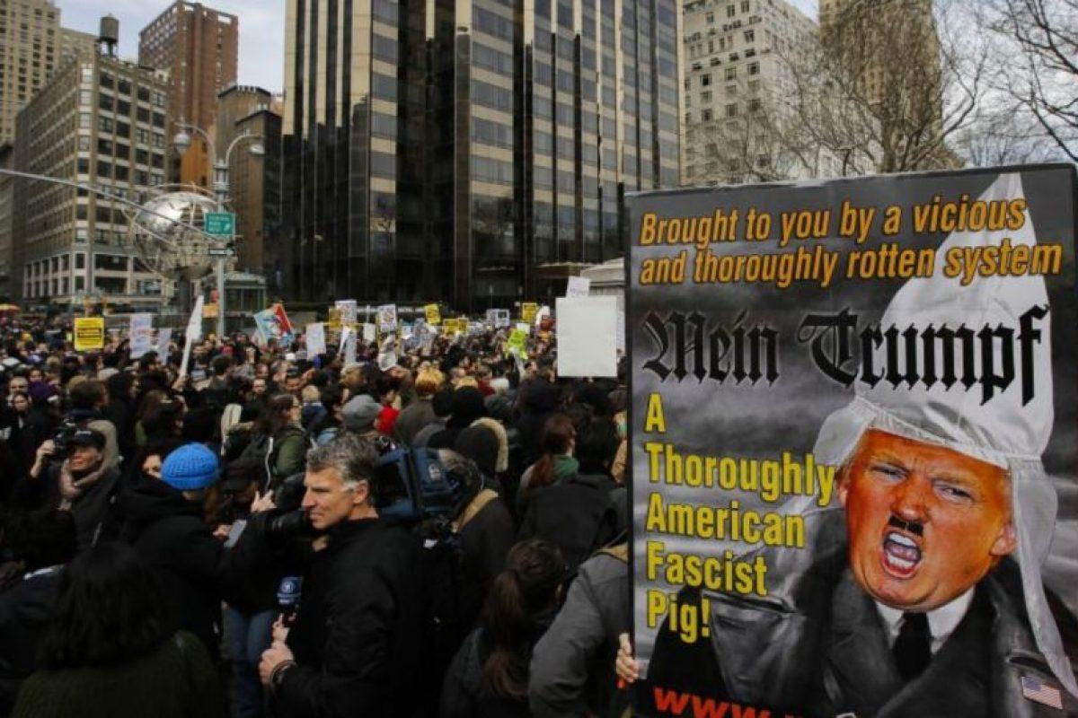Las distintas manifestaciones se hacen fuera de los edificios que le pertenecen. Foto:Getty Images. Imagen Por: