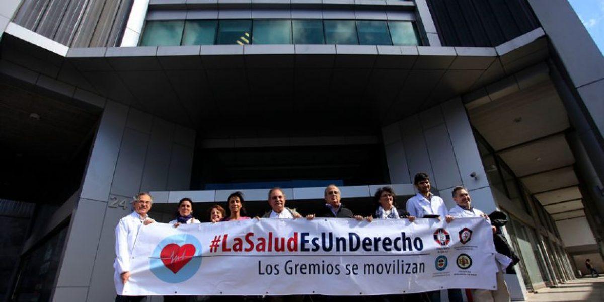 Gremios de la salud entregan carta al Minsal para exigir soluciones del sistema público