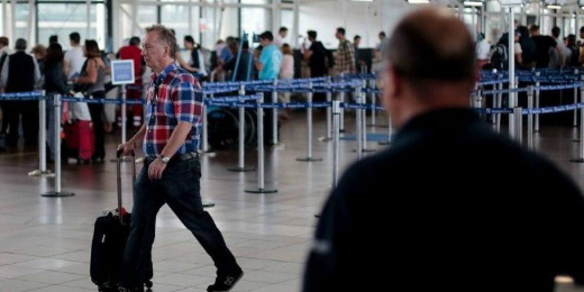 Pasajeros expresan su molestia por huelga en aerolínea