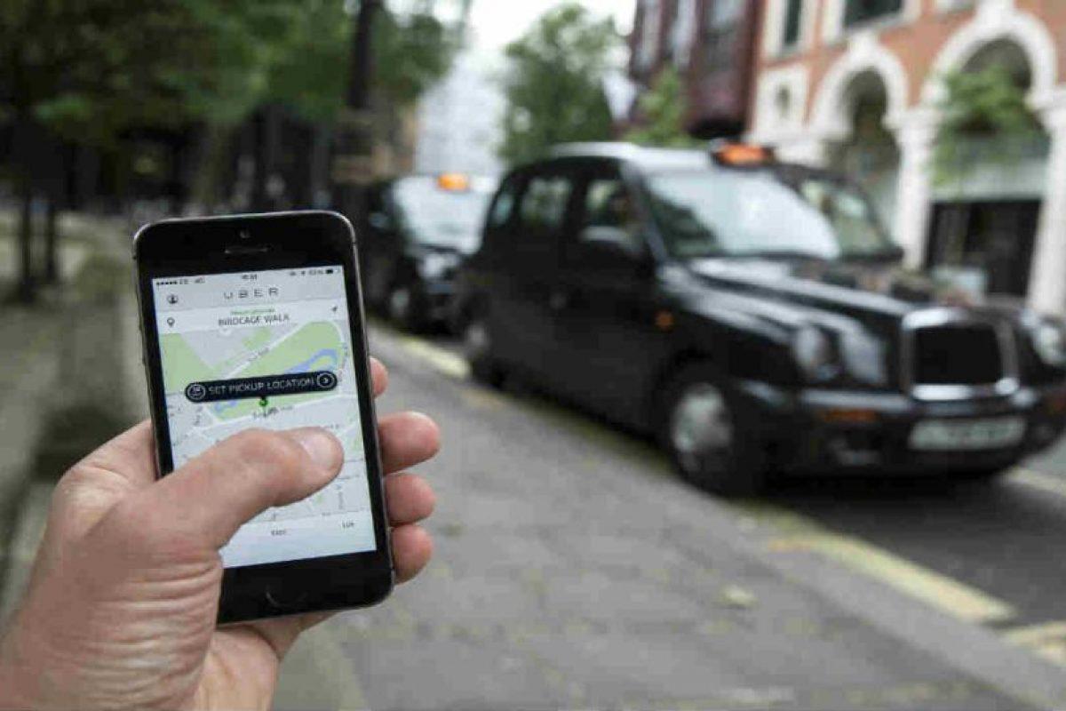 Al momento de pedir un auto, la app les muestra los datos y fotografía del conductor. Foto:Getty Images. Imagen Por: