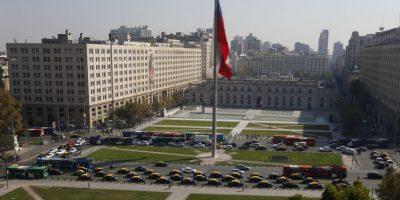 Taxistas se toman la Alameda con caravana en protesta por servicio de Uber
