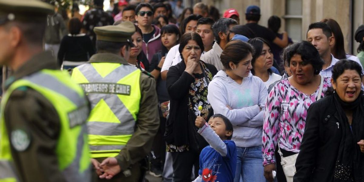 Cerca de 100 mil peruanos votan en Chile para las elecciones de su país