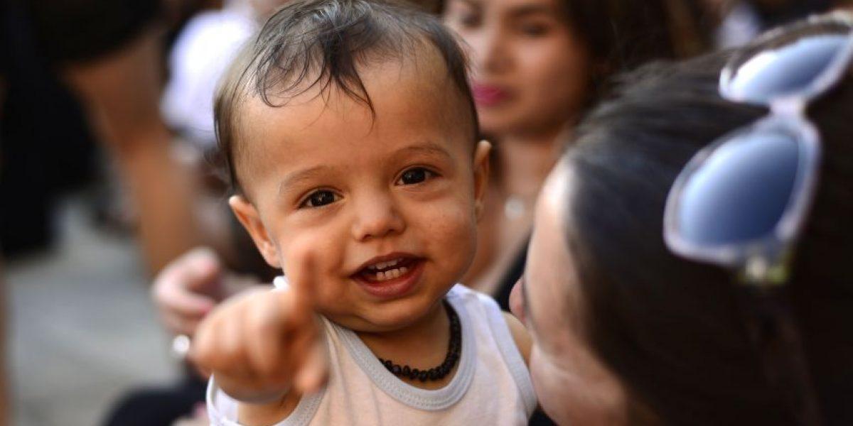 Proyecto de ley busca que hijos puedan llevar primero el apellido de la madre