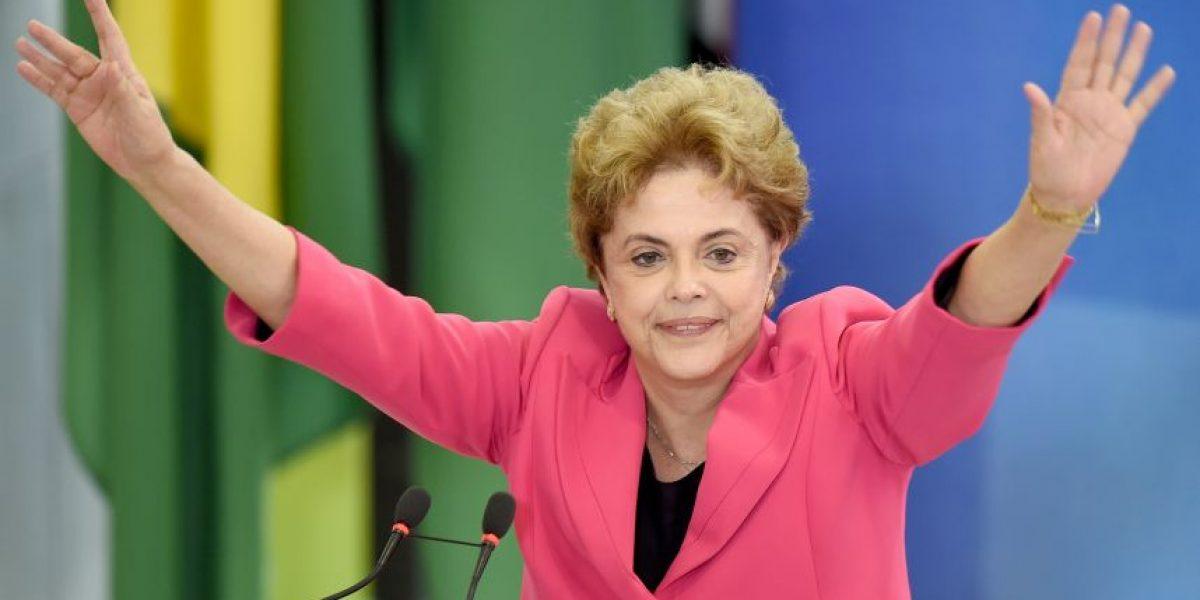 Comisión parlamentaria brasileña aprueba juicio de destitución contra Rousseff