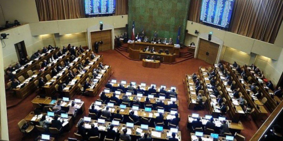 Cámara estudia mayores restricciones para el uso de pasajes aéreos de diputados